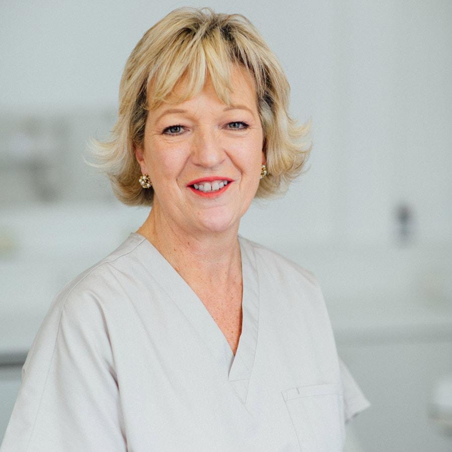 jane dyas hygeniest in london dental specialist